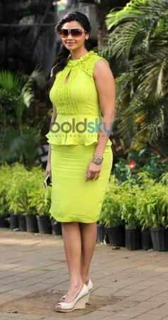 Daisy Shah Stuns at Mid Day Trophy Race