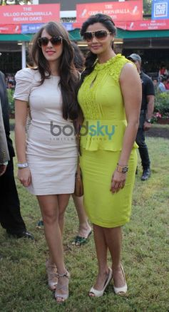Daisy Shah with friend during Mid Day Trophy Race