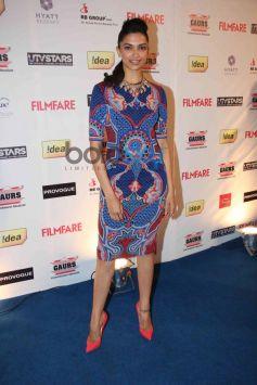 Deepika Padukone stuns at Filmfare Awards Nominations Party 2014