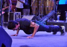 Farhan Akhtar exercise at live performance at ALEGRIA