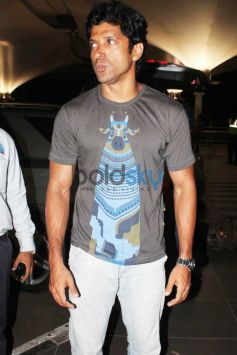 Farhan Akhtar Snapped At The Airport