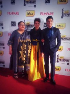 Farhan Akhtar with family at Filmfare 2014