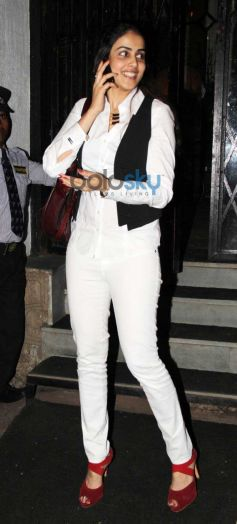 Genelia snapped in Bandra