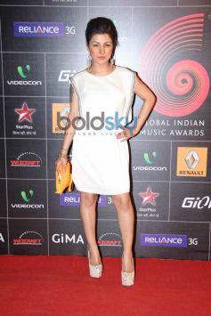 Hard Kaur stuns at GiMA Awards 2014