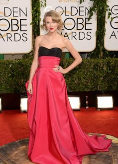 Taylor Swift on red carpet at Golden Globe Awards 2014