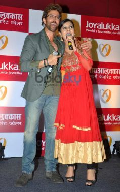 Hrithik Roshan with anchor during Joyalukkas Jewellery Showroom Inauguration