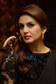 Huma Qureshi at Shri Raj Mahal Jewellers