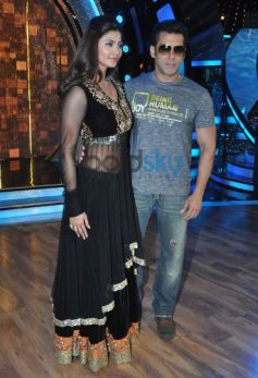 Jai Ho Film Promotion at Dance India Dance stage