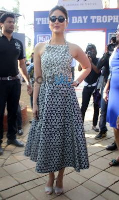 Kareena Kapoor Stuns at Mid Day Trophy Race