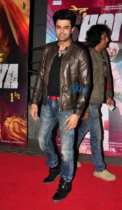 Manish Paul during Dedh Ishqiya Premiere