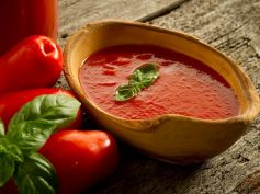 Masage with Tomato Juice