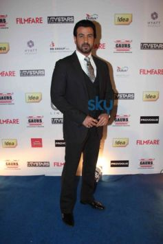 Ronit Roy stuns at Filmfare Awards Nominations Party 2014