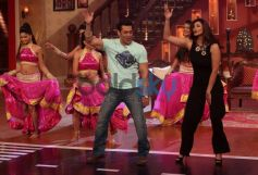 Salman Khan and Daisy Shah dance at Comidy Nights with Kapil Show