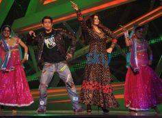 Salman Khan and Daisy Shah dance On The Sets Of Nach Baliye