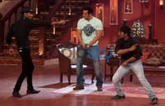 Salman Khan dance with Fans at Comidy Nights with Kapil Show
