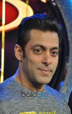 Salman Khan during Jai Ho Film Promotion at Dance India Dance