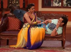Salman Khan with Sumona Chakravarti at Comidy Nights with Kapil Show