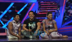Salman with contestants On The Sets Of Nach Baliye