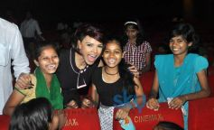 Sherlyn Chopra with children suffering from terminal cancer