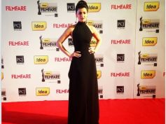Shruti Hassan stuns in black dress during Filmfare 2014