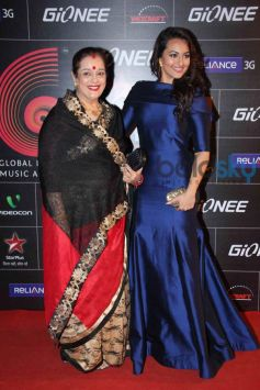 Sonakshi Sinha with her mother at GiMA Awards 2014