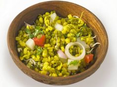 Sprouted Moong Dal Salad For Breakfast