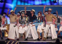 SRK dance moves at Mumbai Police's Umang 2014