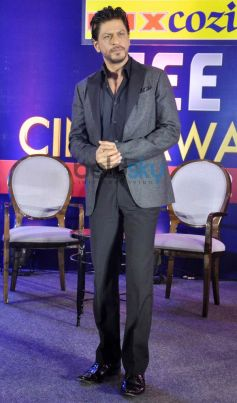 SRK during press meet of Zee Cine Awards 2014
