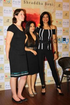 Sushmita Sen with Shraddha Soni's book launch I am Life