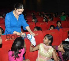 Tisca Chopra with children suffering from terminal cancer