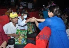 Tisca Chopra with children suffering from terminal cancer