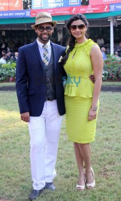 Vj Andy with Daisy Shah during Mid Day Trophy Race