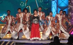 Zarine Khan dance at Mumbai Police's Umang 2014