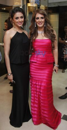 Aarti Chabria and Pria Kataria at Launch of Cappuccino Jewellery Store