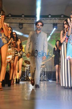 Akshay Kumar ramp walk at Mc Dowell Signature Indian Derby
