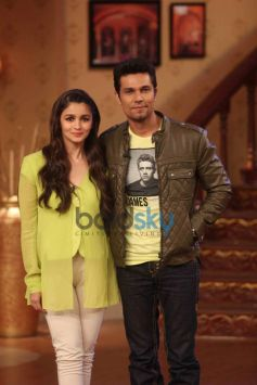 Alia Bhatt and Randeep Hooda at Comidy Night during Highway Promotion