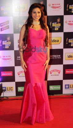 Tanisha Mukherjee stuns at Mirchi Music Awards 2014