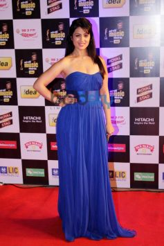 Anjana Sukhani stuns at Mirchi Music Awards 2014