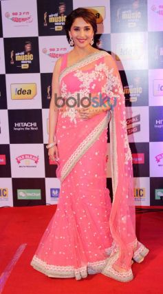 Madhuri Dixit stuns at Mirchi Music Awards 2014