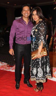 Shaan with wife stuns at Siddarth Kannan Wedding Reception