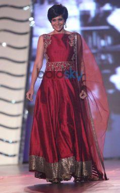 Mandira Bedi walk for Manish Malhotra Event