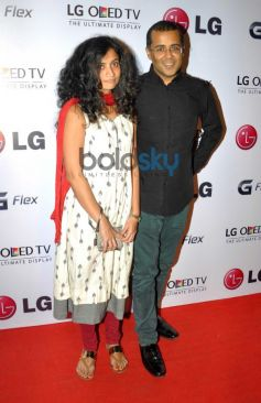 Chetan Bhagat with wife at Atul kasbekar's photo Exhibition