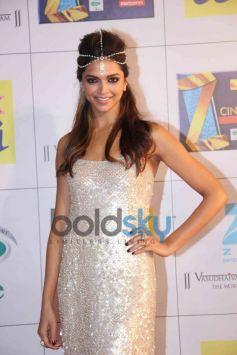 Deepika Padukone stuns during Zee Cine Awards 2014
