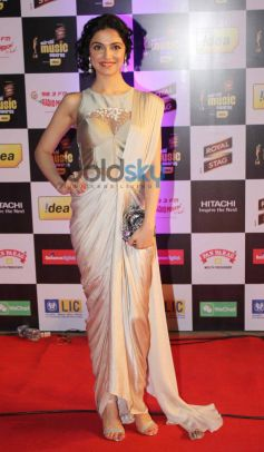 Divya Kumar stuns at Mirchi Music Awards 2014