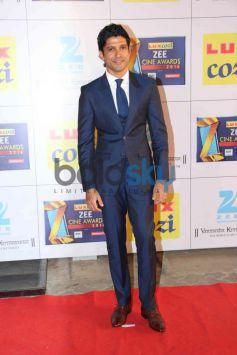 Farhan Akhtar stuns during Zee Cine Awards 2014