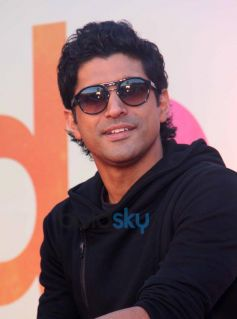 Farhan Akhtar stuns at SKSE Promotion