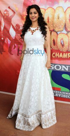 Juhi Chawla stuns at Boogie Woogie show