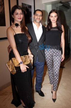 Kainaat Arora with Evelyn Sharma Vikram Bawa's calender launch