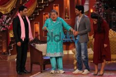 Kapil with Vidya Balan and Farhan Akhtar during show