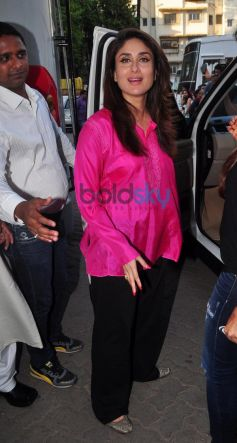 Kareeena Kapoor Khan stuns in pink at mehboob studio bandra